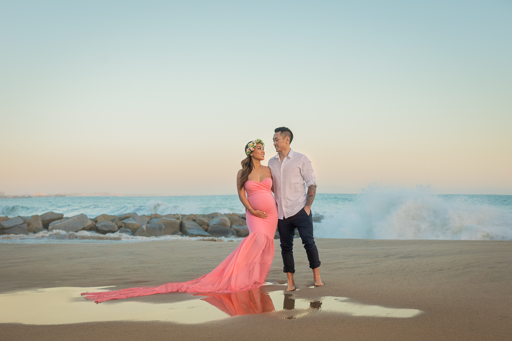 maternity session on the beach is the most popular