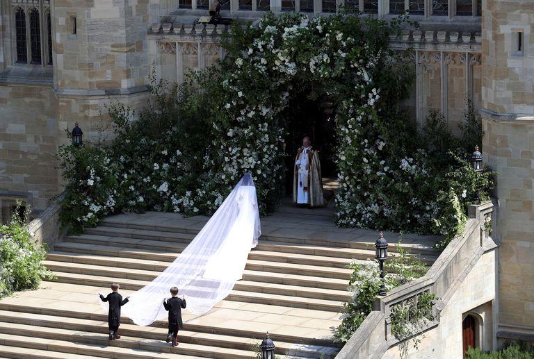 https://www.countryliving.com/uk/lifestyle/a20769557/meghan-markle-wedding-flowers-royal-wedding/
