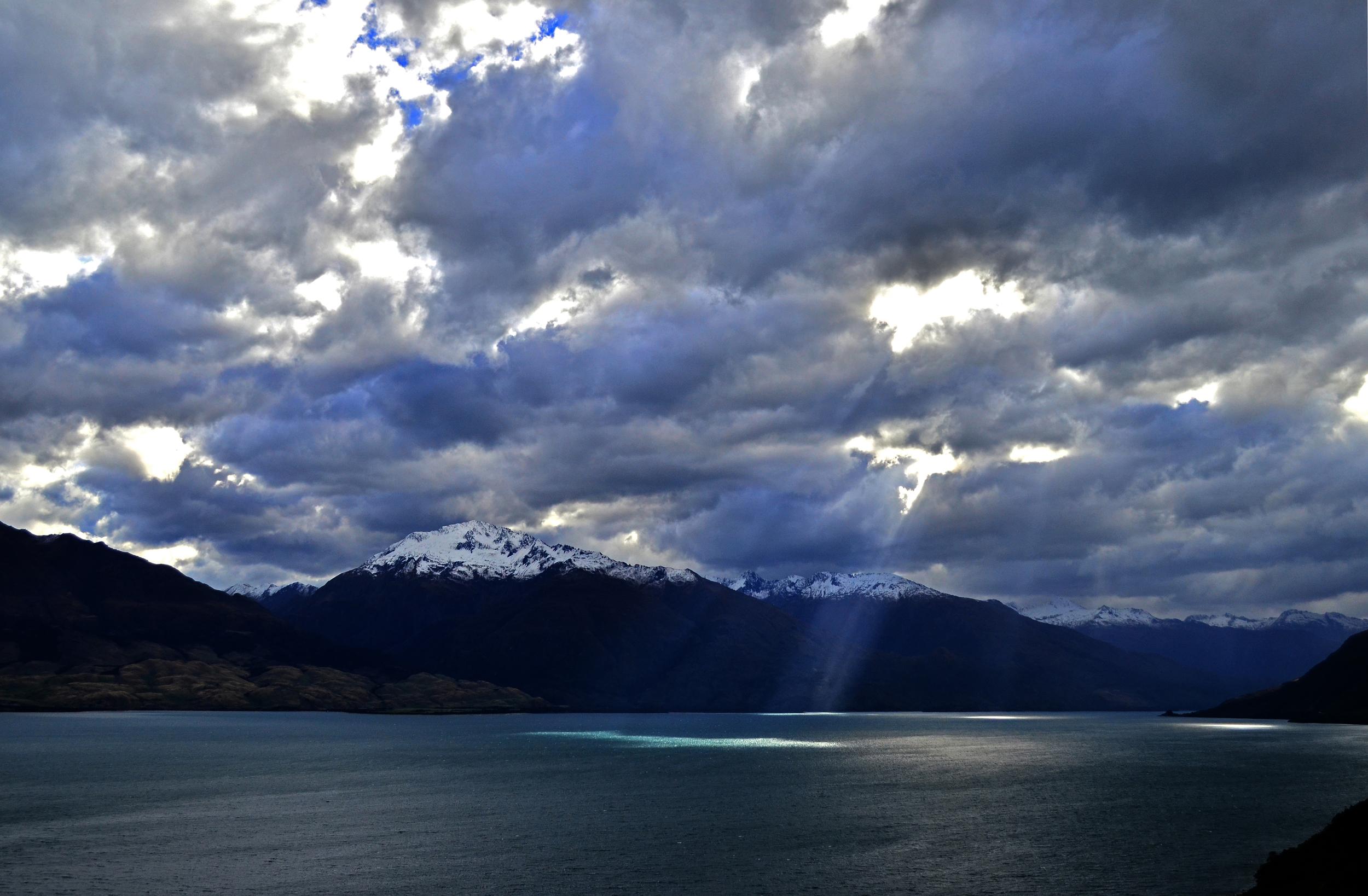 [9] Sun Beams Over Lake Wanaka, South Island.
