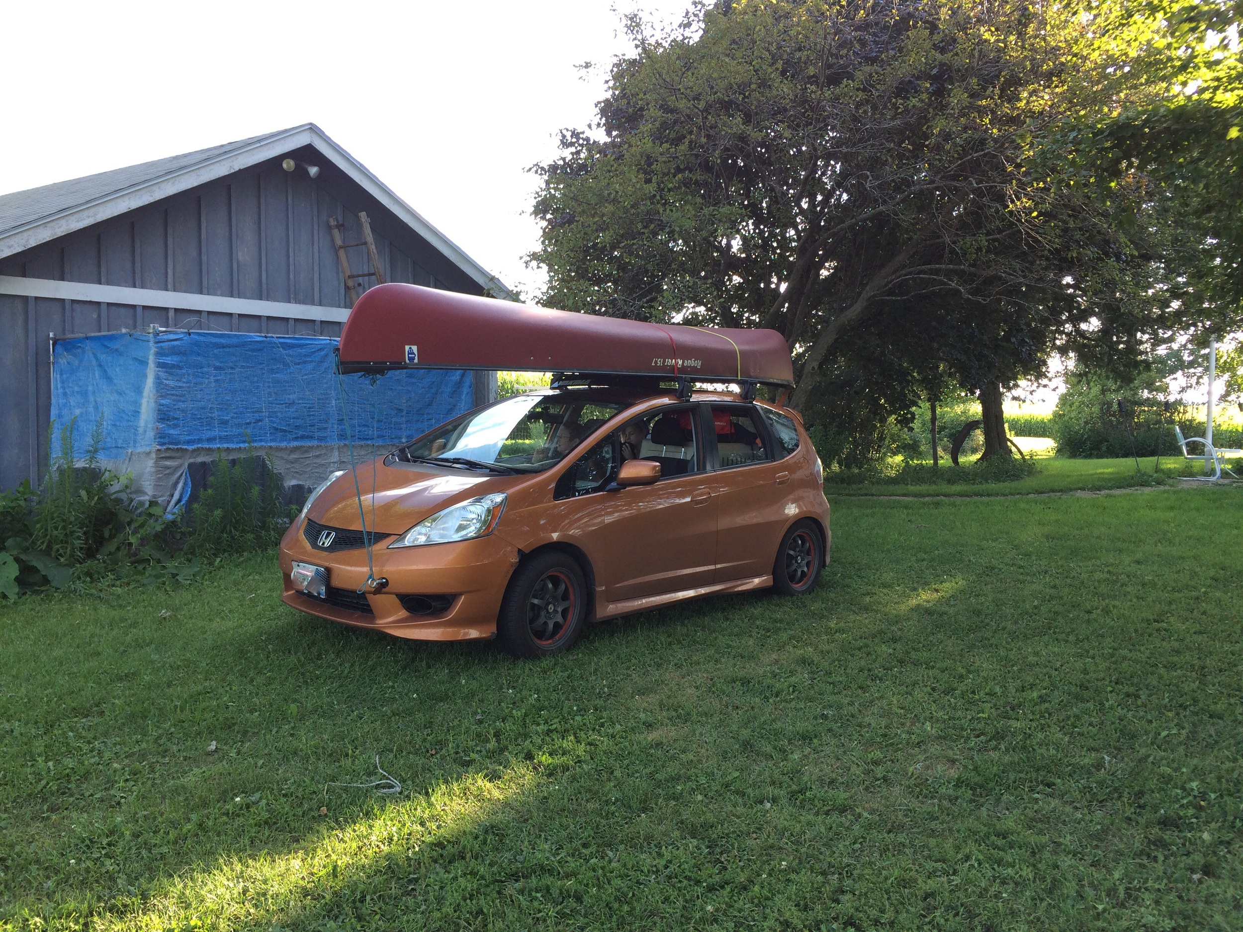 The canoe doesn't overwhelm the car at *all*. No sir, not at all.