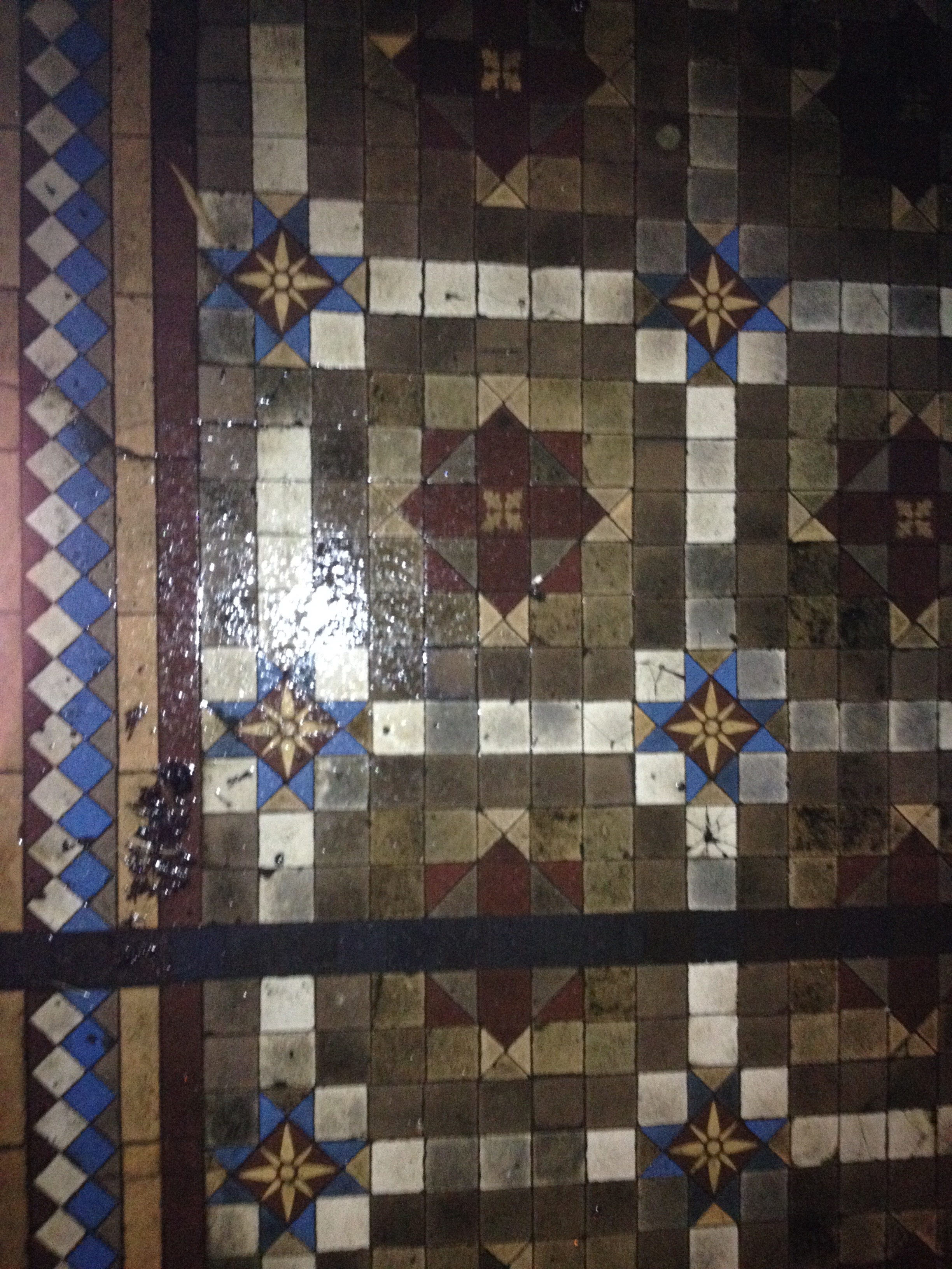 It started with my phone... - Back in 2014, I used my phone to take this rather cruddy photo of some tiles in the rain. Can't remember the exact details of why I stopped, but I must have liked the look of them and had, maybe, imbibed a little red wine. Anyway,it was a flippant photo, and I have no idea where in Hove it was taken. Fast forward three years and my photo library is now bursting at the seams with photos of tiles around Brighton and Hove. So, I thought it was time I do something with them and have been busy designing a quilt.