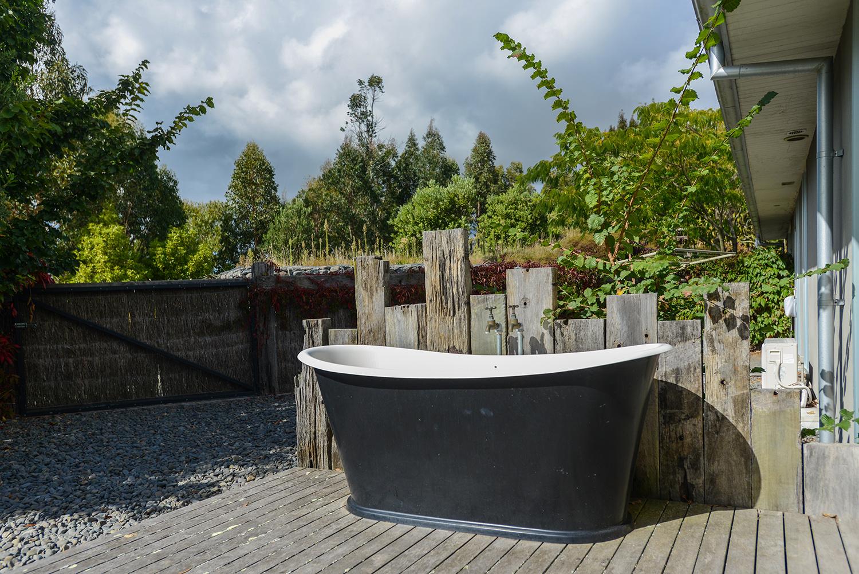 HIGHCLIFF Accommodation - Outdoor Bathtub