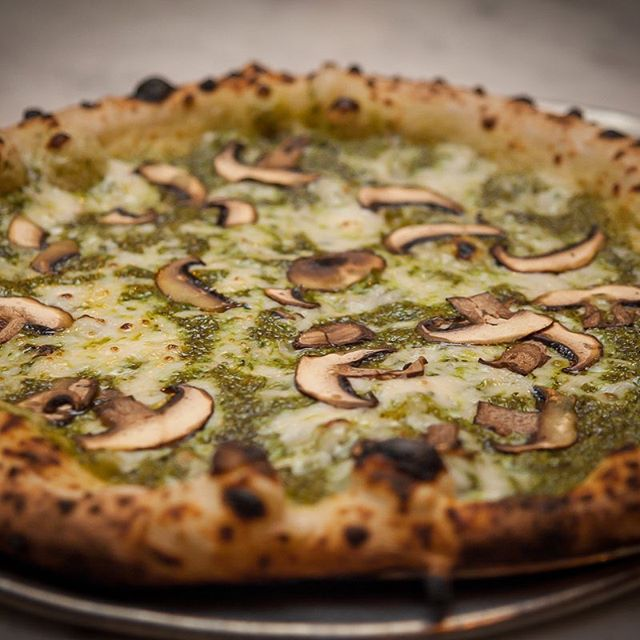 Today's mission: the Chop't Til You Drop at @pauliegee123 in #Brooklyn. Featuring #nutfree #kale #pesto from @chopt and #cremini #mushrooms and - of course - NUMU Vegan #mozzarella