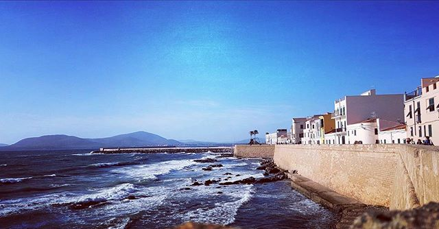 Looks like a beautiful painting...don't you agree?🌊 🌍☀#blue #beauty #sardinia #sardegna #light #travelguide #travel #alghero #sea #nature