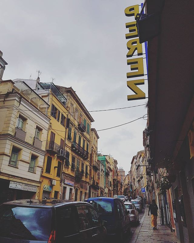Strolling in Sassari..only  30 minutes from Alghero and its a very nice, little city 🤗#sassari #sardinia #italy #citylife #pérez #street #traveler #travelling #travelguide