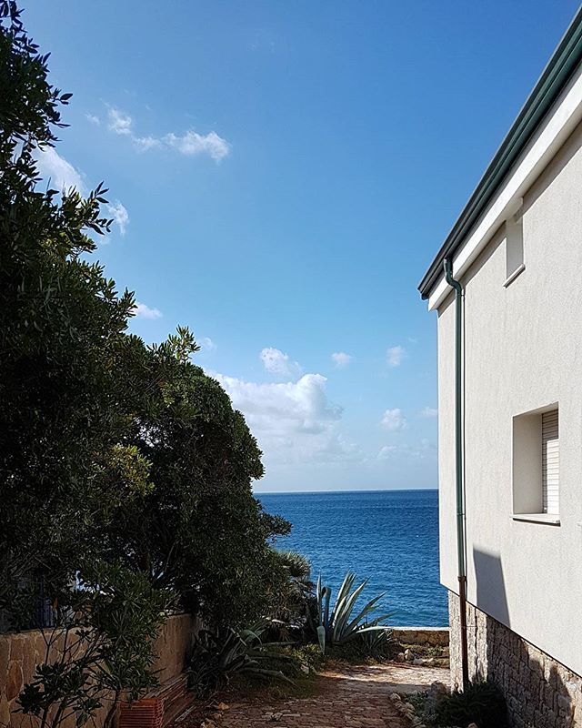 Dreaming about a relaxing and  warm September... #vacation #travelguide #summer #sardinia #Fertilia #blue #sea #slowtravel #beautifulnature #sardegnaofficial #italy #travelinspiration