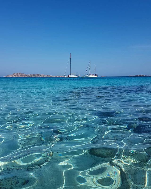 Trip along the east coast of Sardinia! #clearwater #sailing #travelguide #smallgrouptours #nicedayforaswim🏊🏻‍ #bellasardegna #sardinia