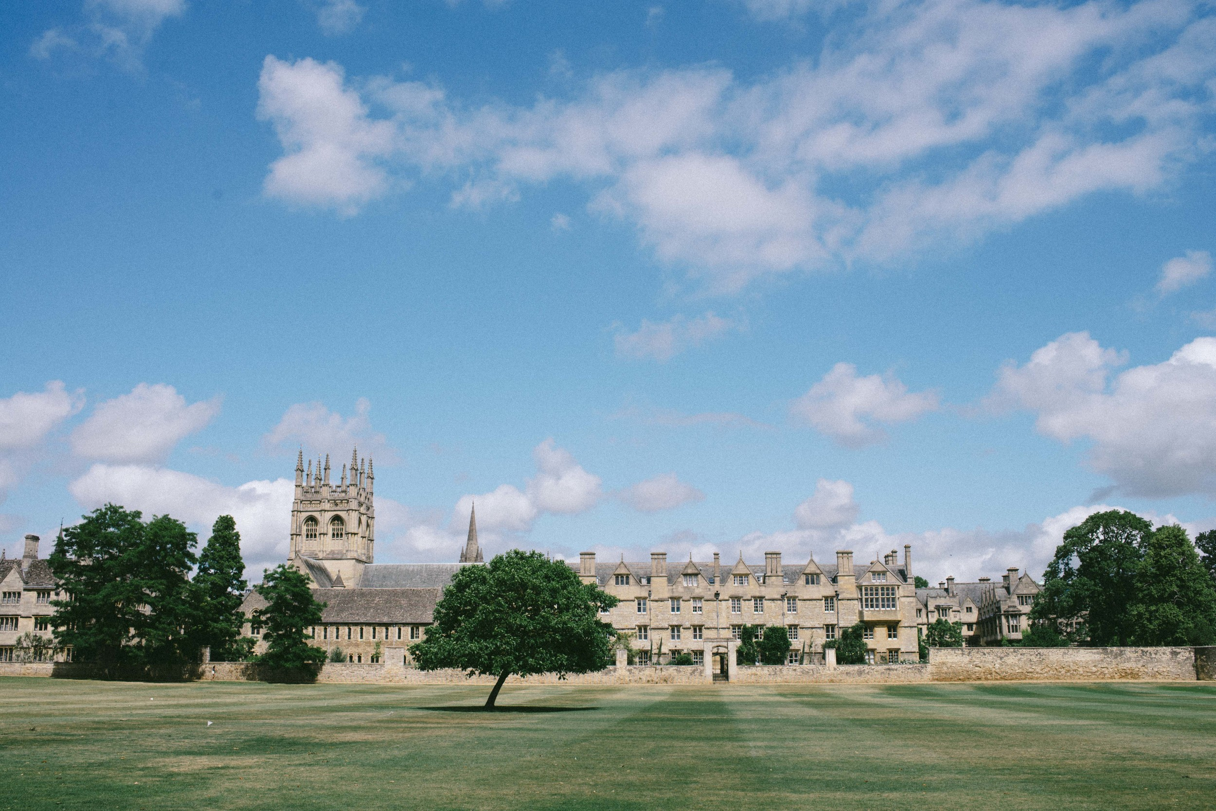"""<strong>OXFORD</strong><a href=""""/oxford-travel-guide"""">ENGLAND »<a>"""