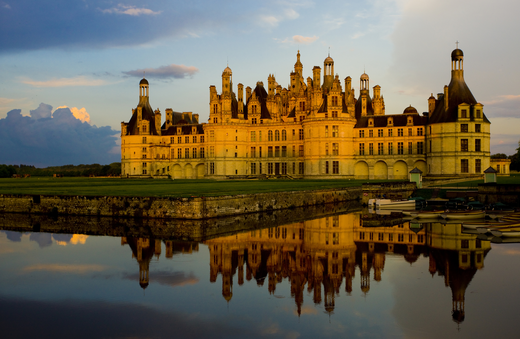 stockfresh_1027516_chambord-castle-loir-et-cher-centre-france_sizeM.jpg