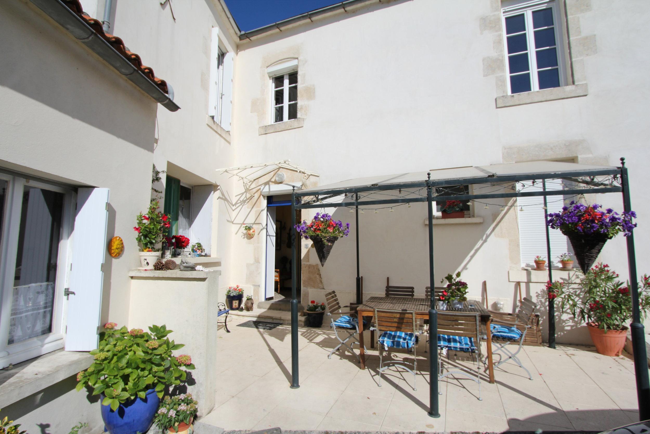 La Jolie Maison B&B terrace.jpg