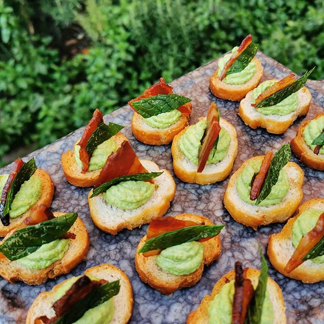 Pea puree and pancetta bruchetta #nofilter #pancetta #allthegreens