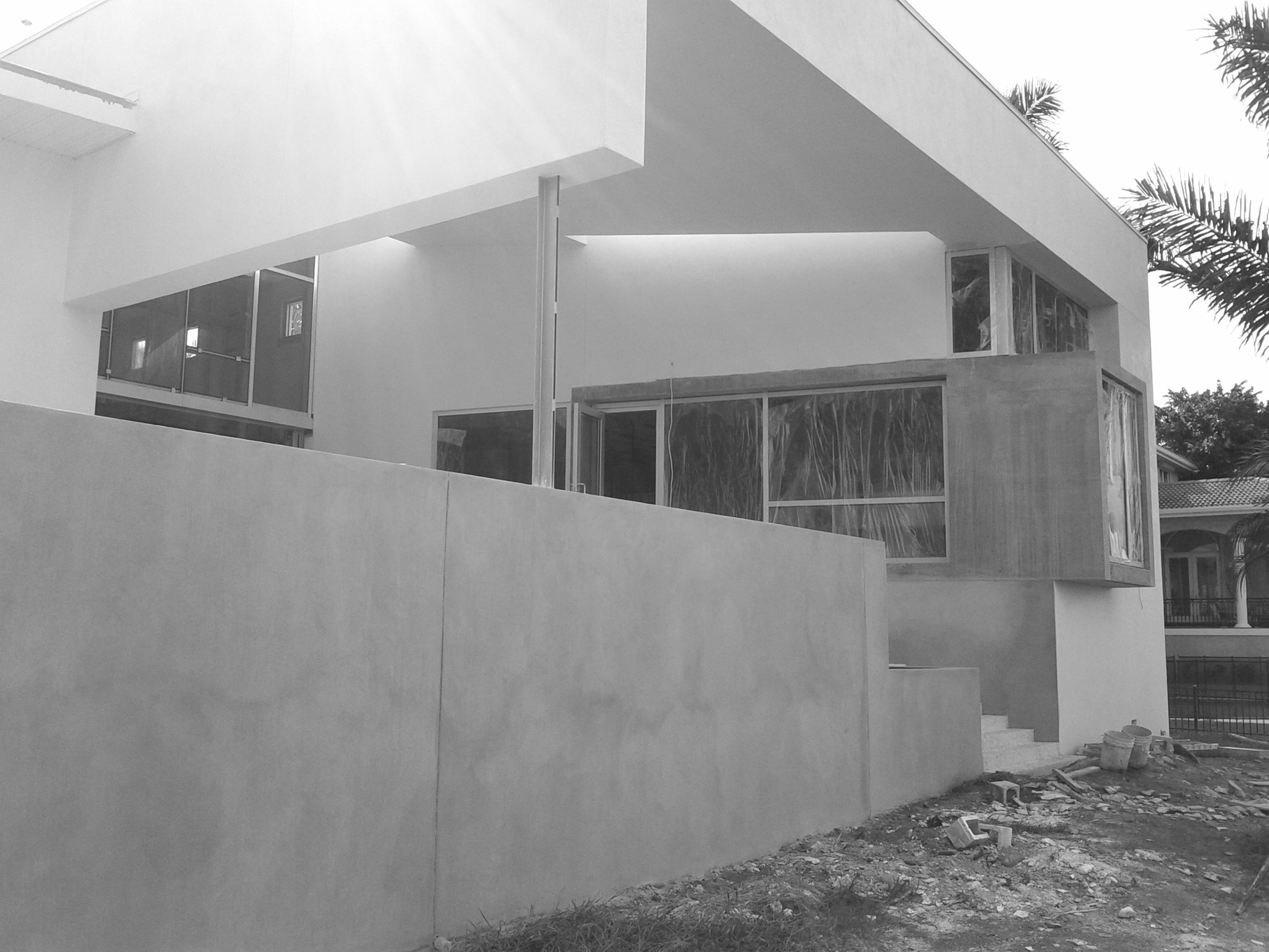 Picture2-black_white.jpg