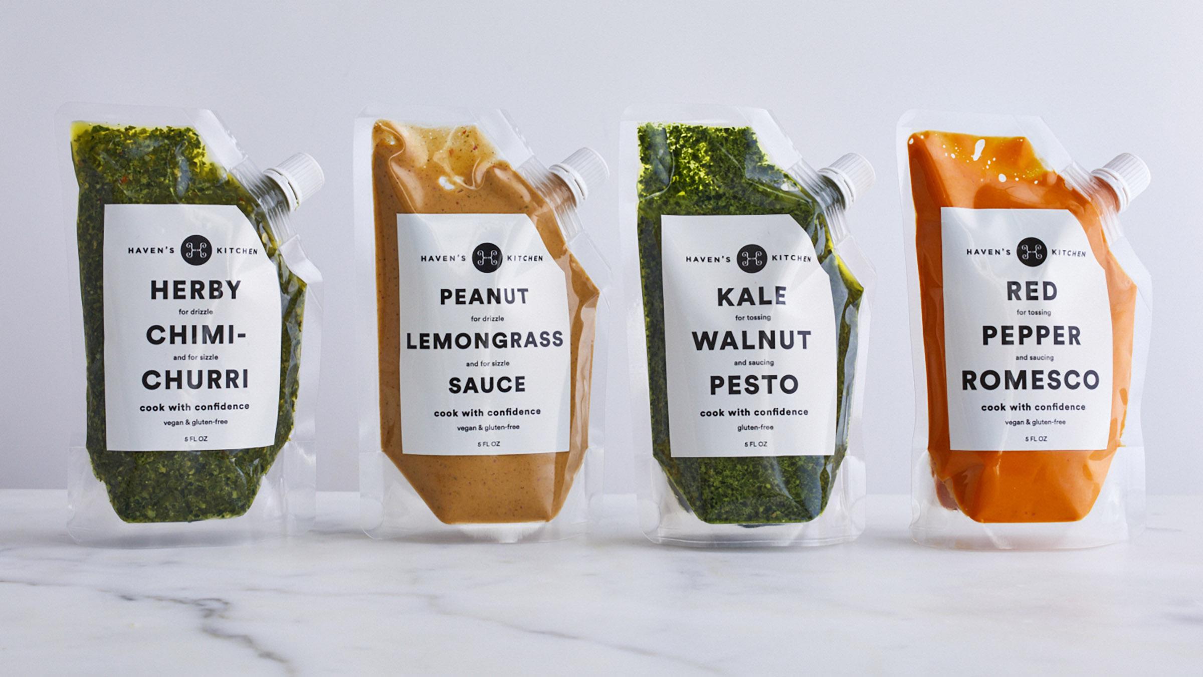 Minimalistiska förpackningar för Haven's Kitchen Sauces. Läs mer  här
