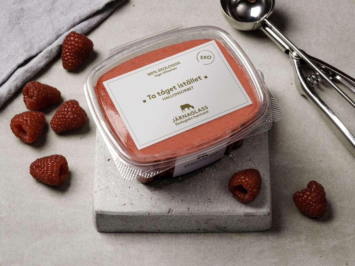 Ett solklart exempel är Järnaglass som helt sonika döpte om sina populäraste glassar till budskap. Läs mer  här