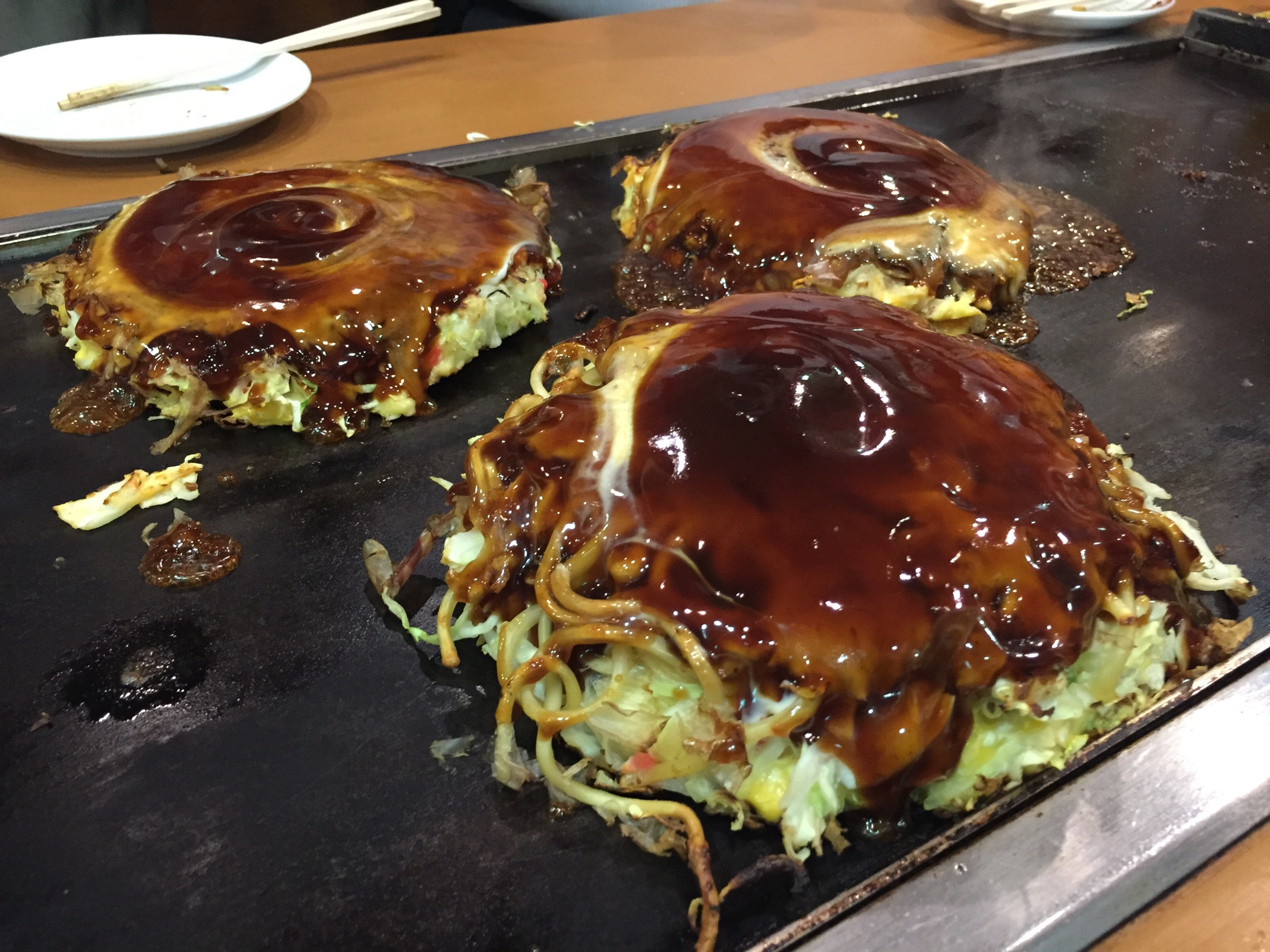 My students took me to an  okonomiyaki  restaurant near our classroom. LOOK AT THIS.
