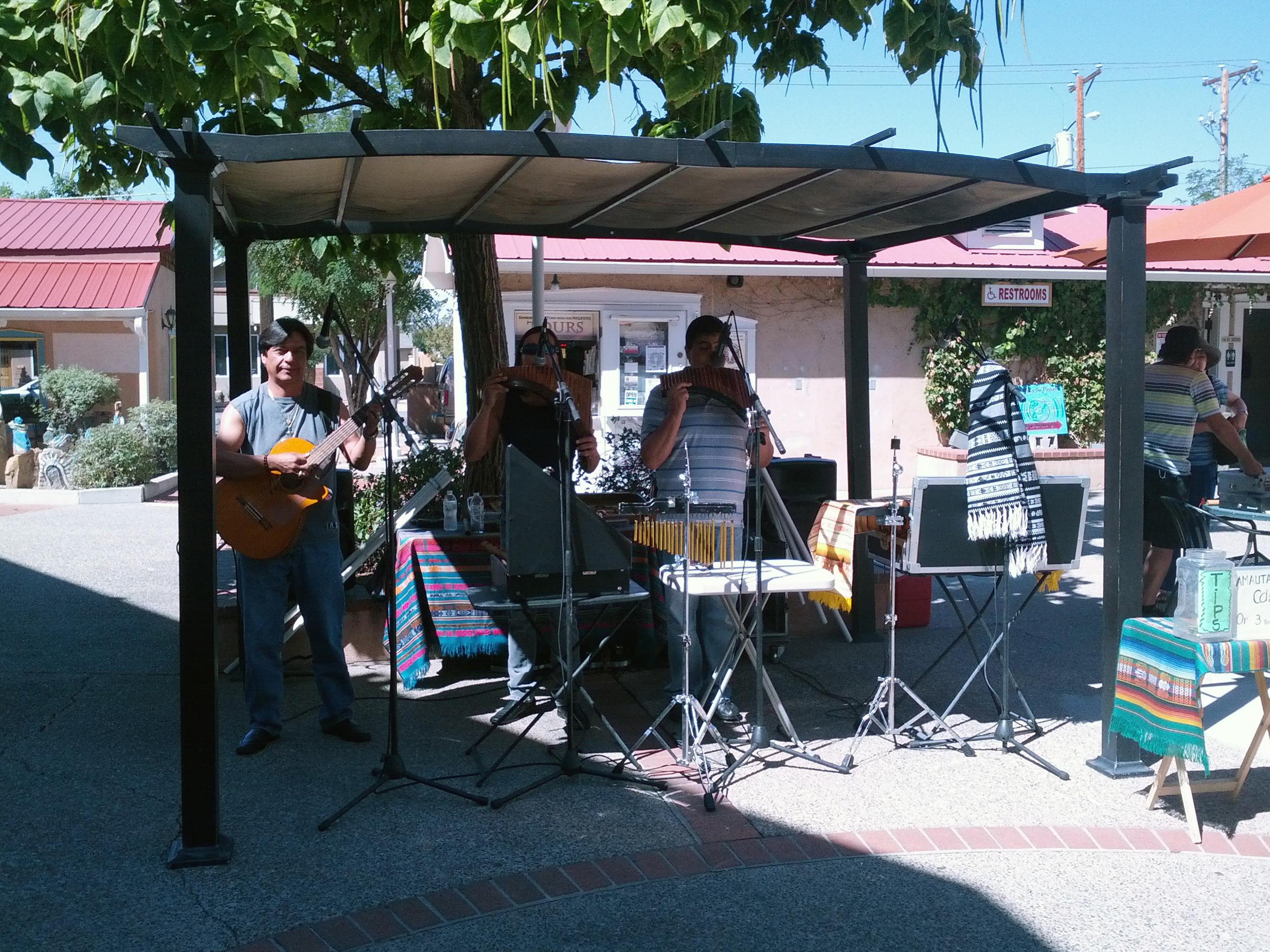 Amauta performing live, beautiful woodwind instruments
