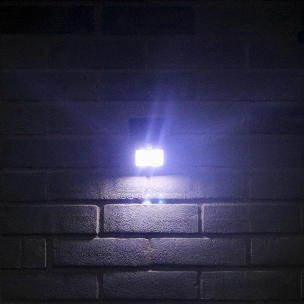 OxyLED Outdoor Solar Powered LED Light with Motion Sensor 5.jpg