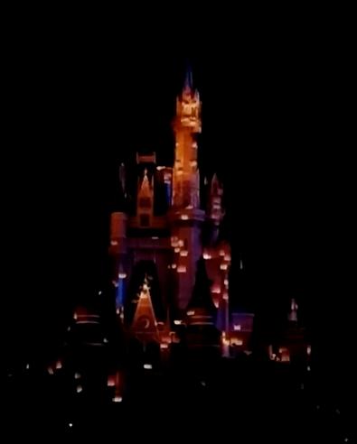 2016-01-13 WDW castle show 2.png