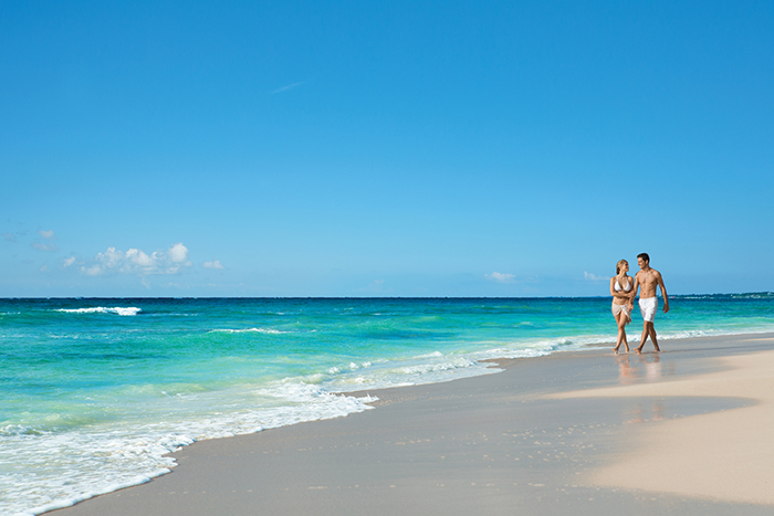 DRETU_EXT_Couple_Beach2_2.jpg