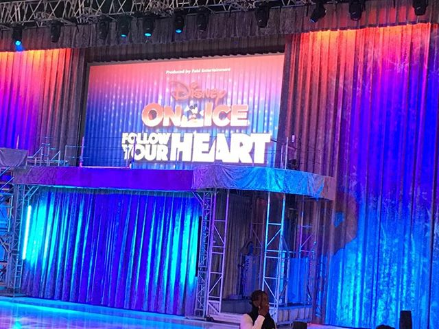 My first Disney on Ice show!!! And at my age!! :) #joysofaniece