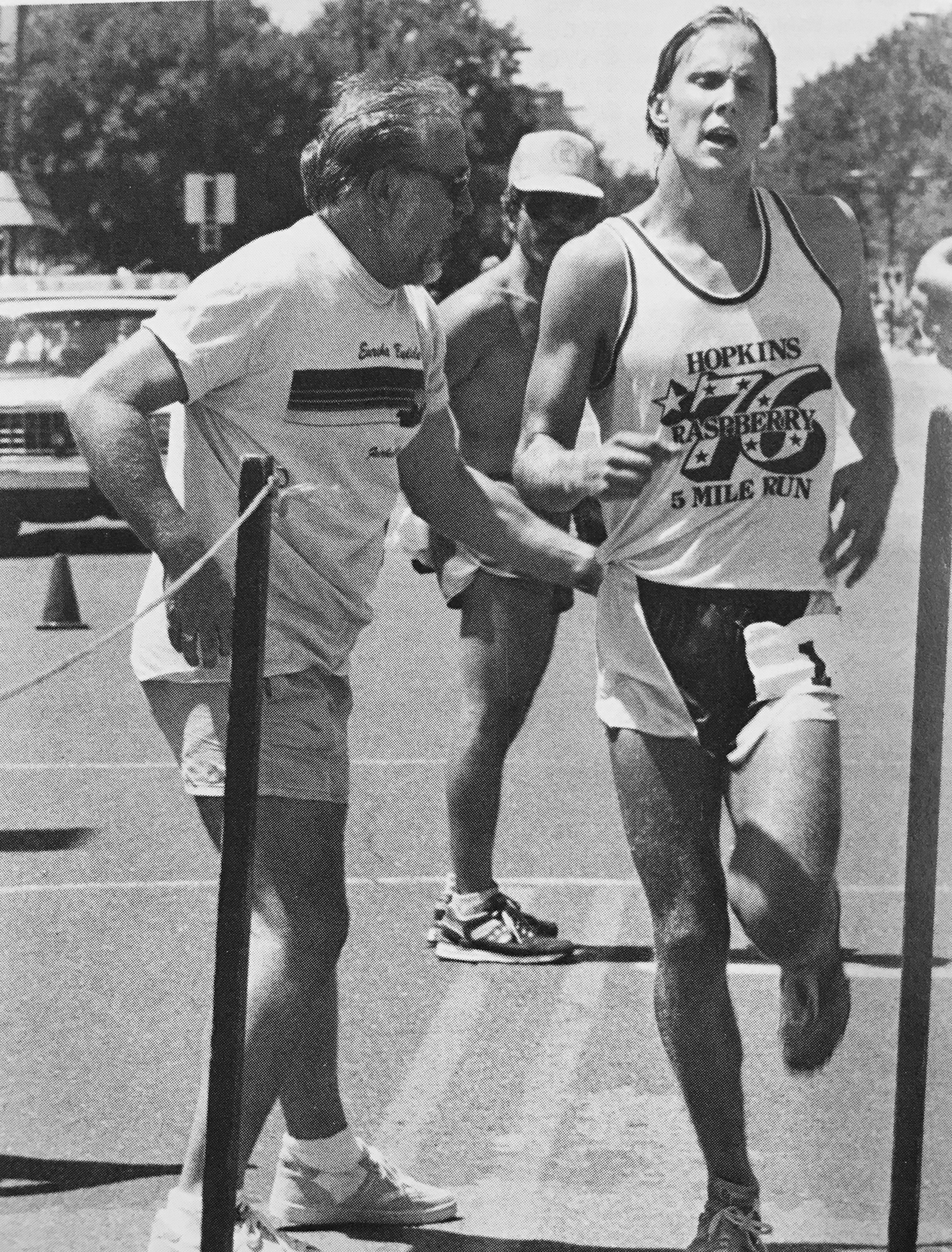 Olympian Bob Kempainen sporting his 1976 Hopkins Raspberry Run tank while winning the 5-mile in 1987. (Photo by Dennis Hahn)