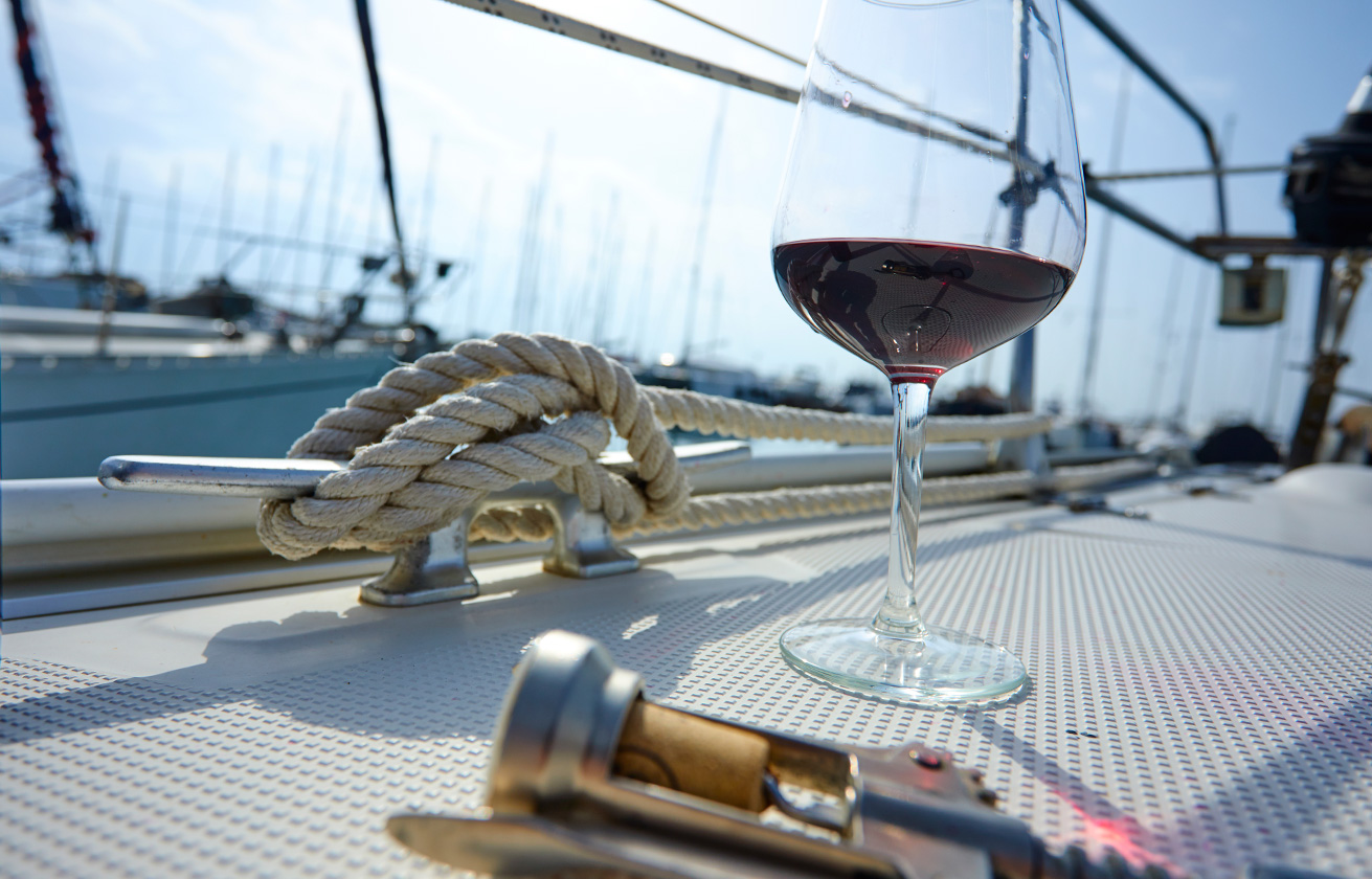 Private Lisbon Sunset in a Sailing Boat & Food Tasting -