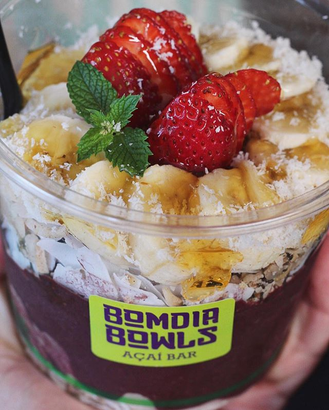 😋💜 BEAST sized açaí bowls 💪 available across our whole range and perfect to satisfy an appetite 😋🍴💜🍇