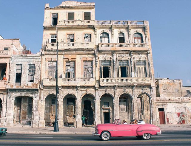 We've got Cuba in our mind! Read all about it on our blog - link above 👆#travelthursday #jestset #dametraveler #cuba #explorecuba #sheisnotlost #travelblog #reasontotravel
