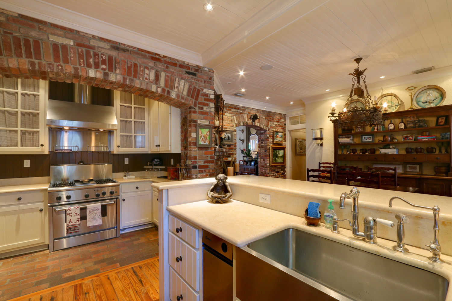 resized 9-Kitchen2.jpg