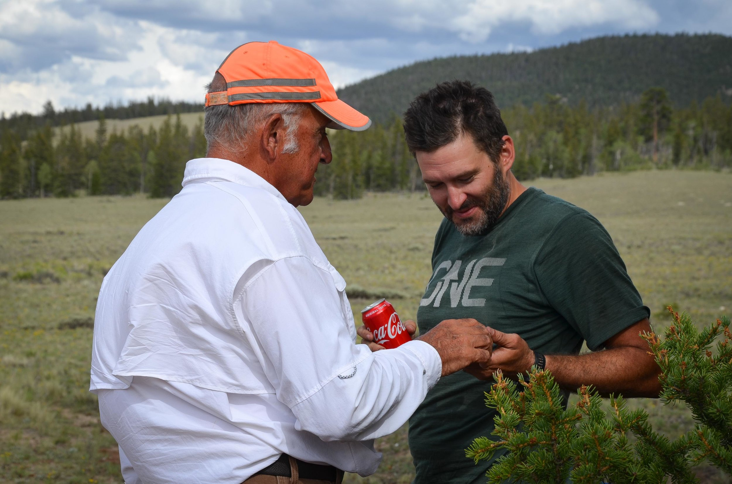 Bill AppeL talks with a traveler at his aid station along the Colorado Trail. (Photo by Willow Belden)