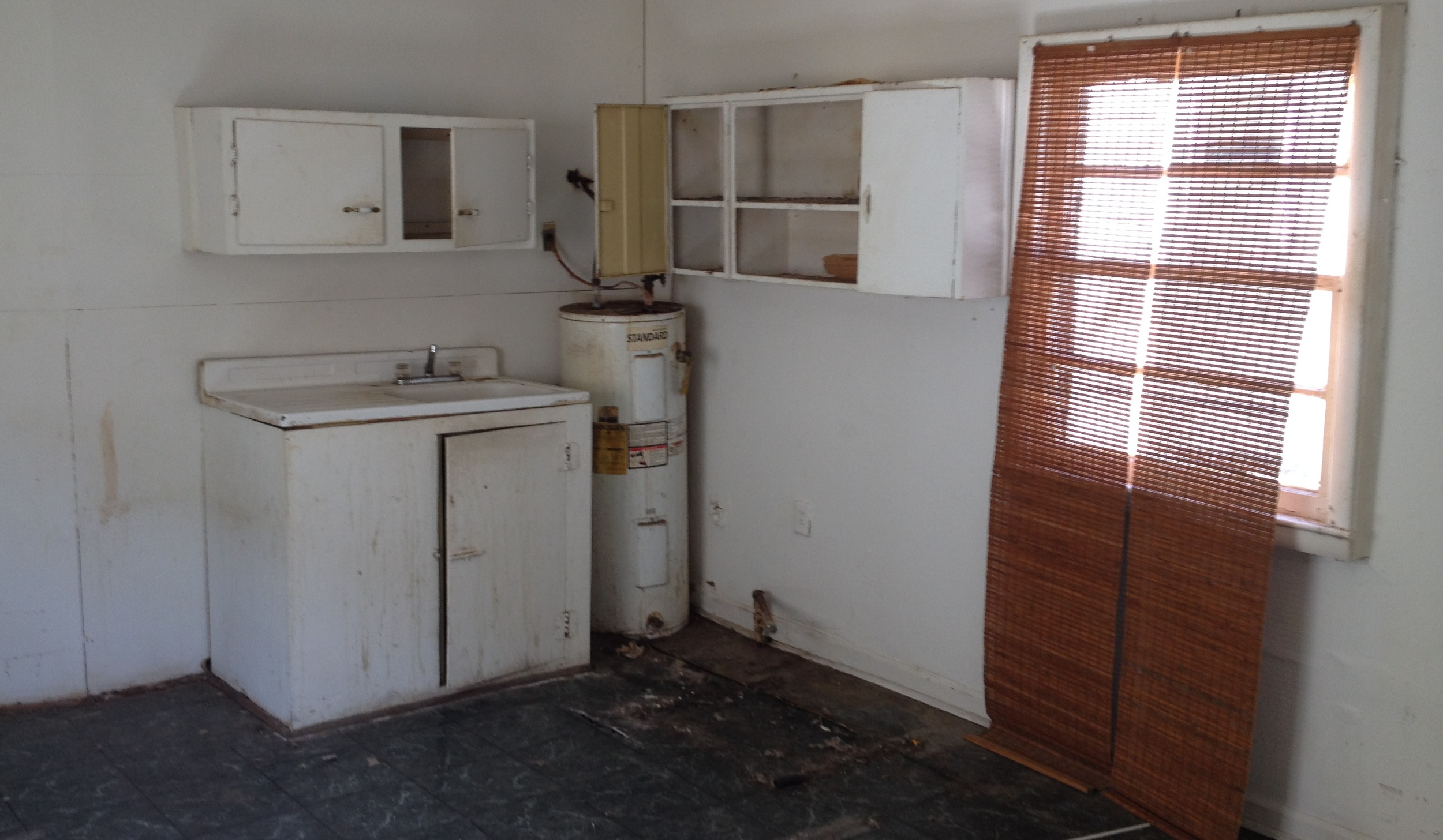 138 York St. Kitchen - Original Condition