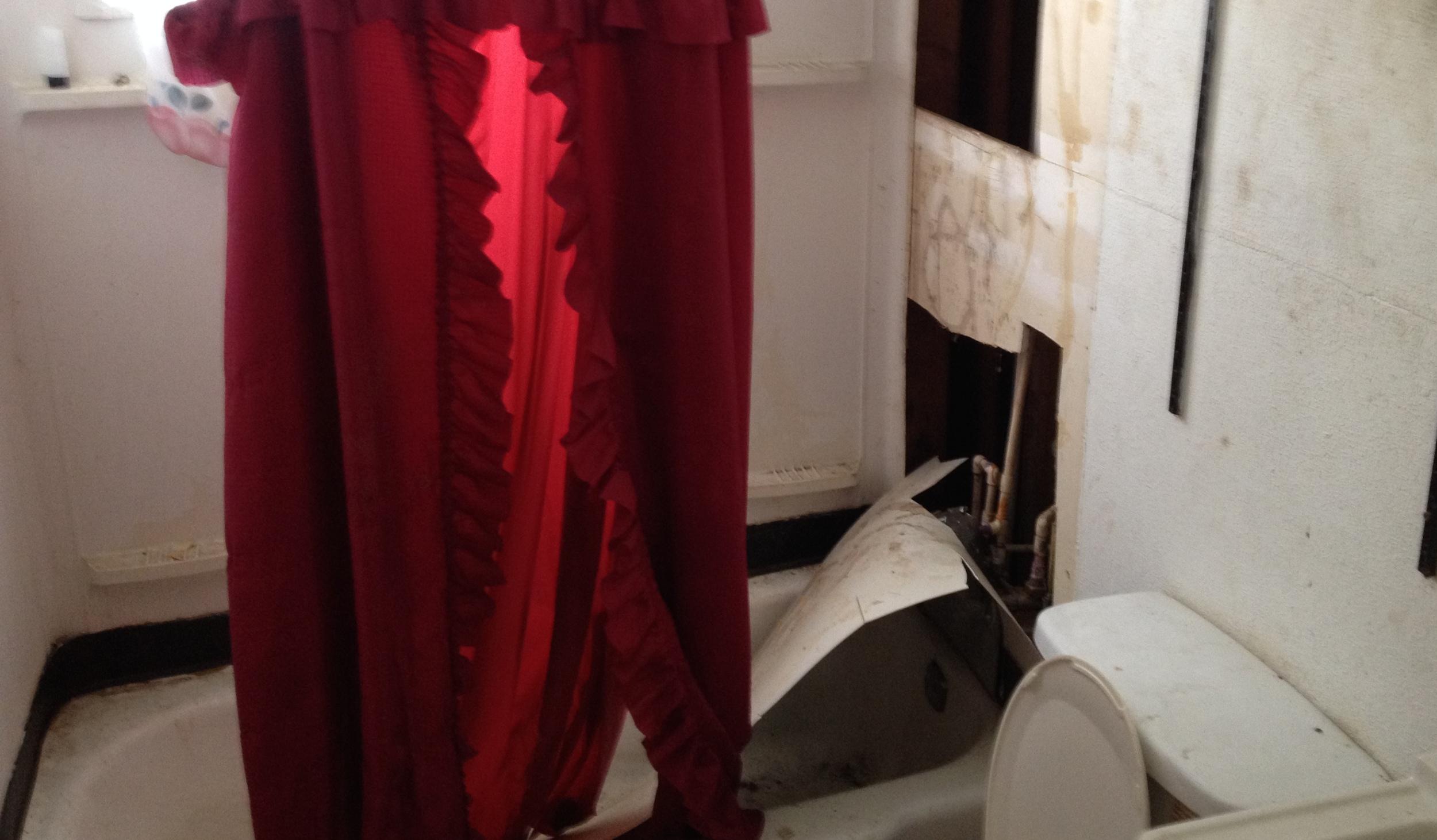 138 York St. Bathroom - Original Condition