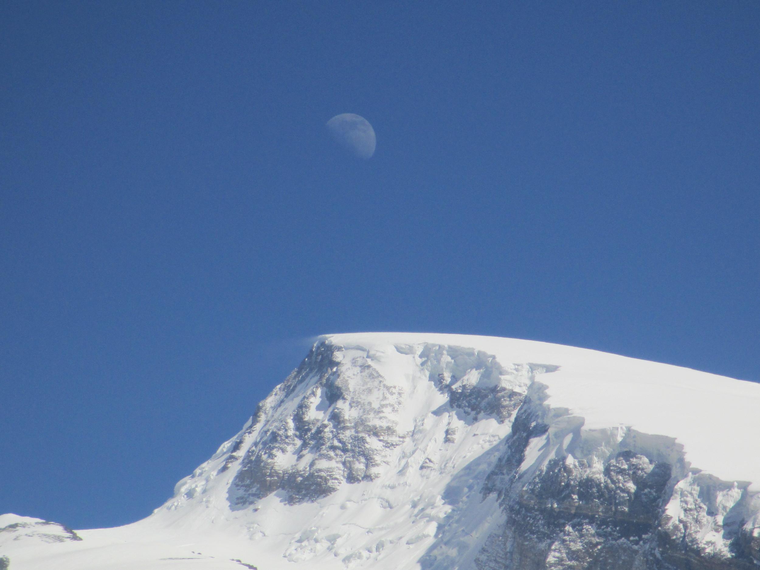 Moon over Muztaga