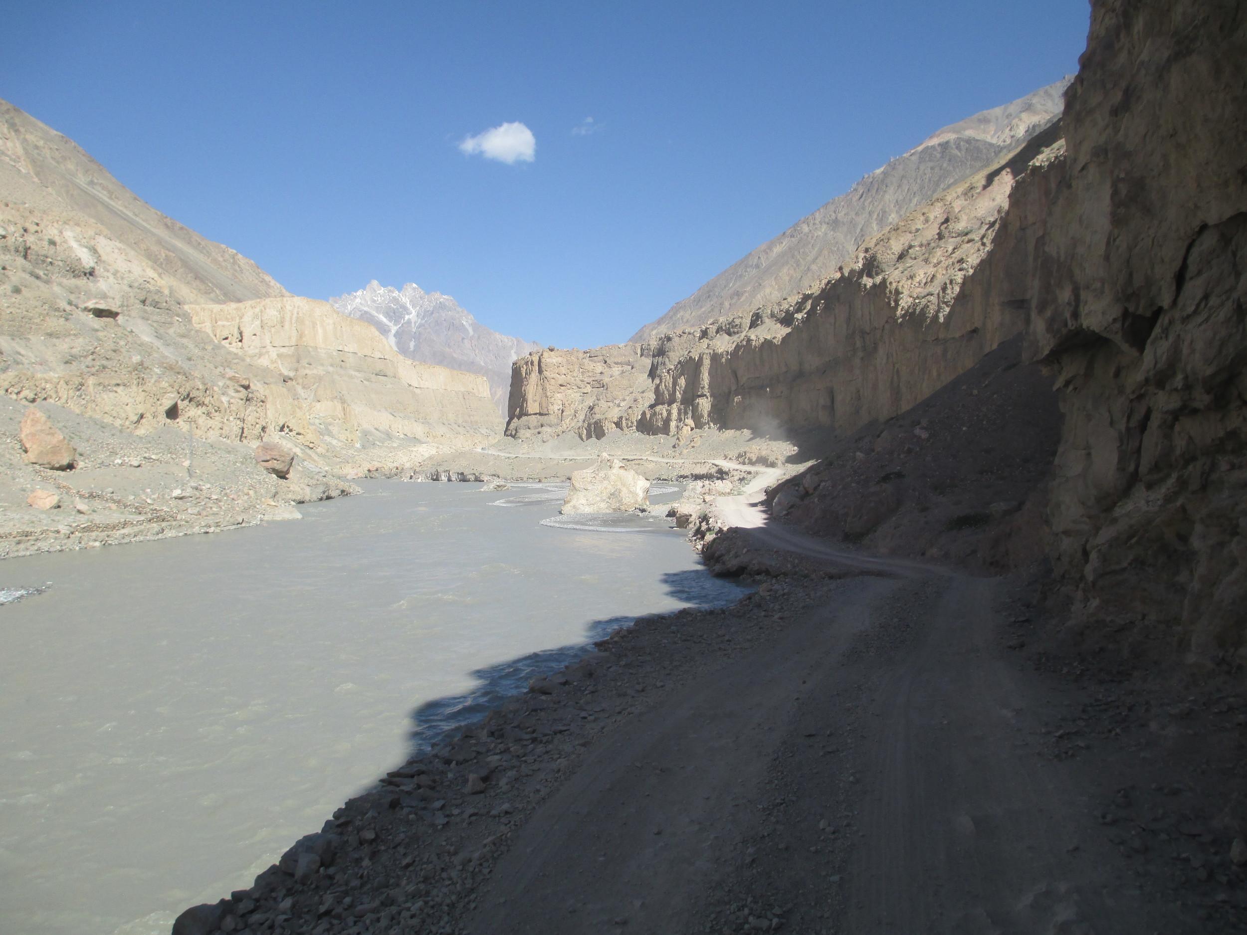Road alongside the Chapursan river