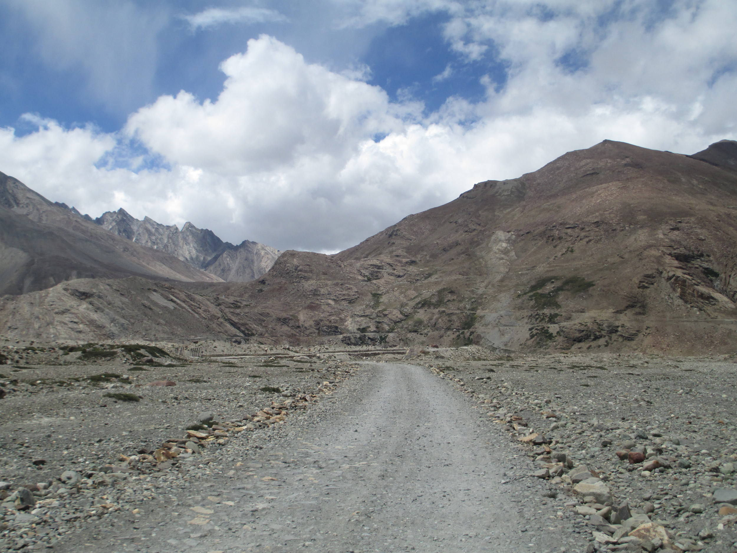 the road to Pensi La 4400m