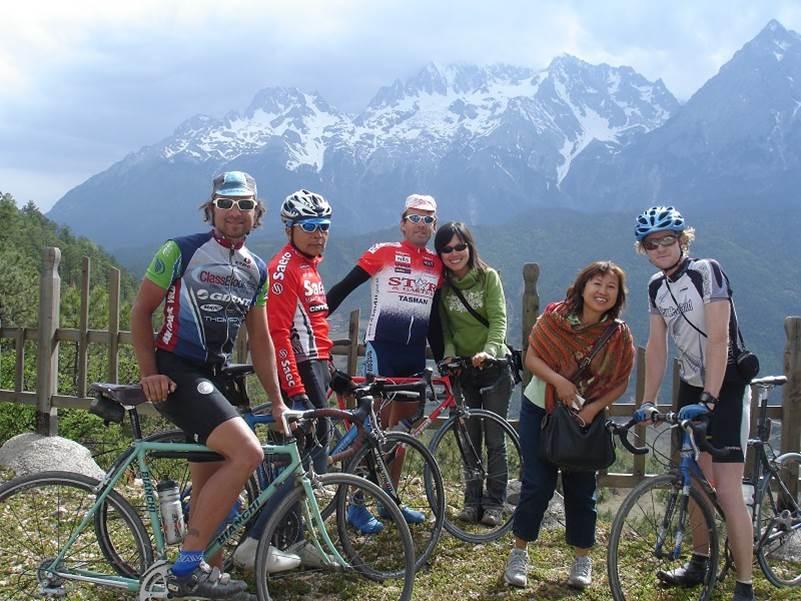oe , Loh , Nathan , Linna, Ma Loh and Matt on the cobbled pass Yunnan China