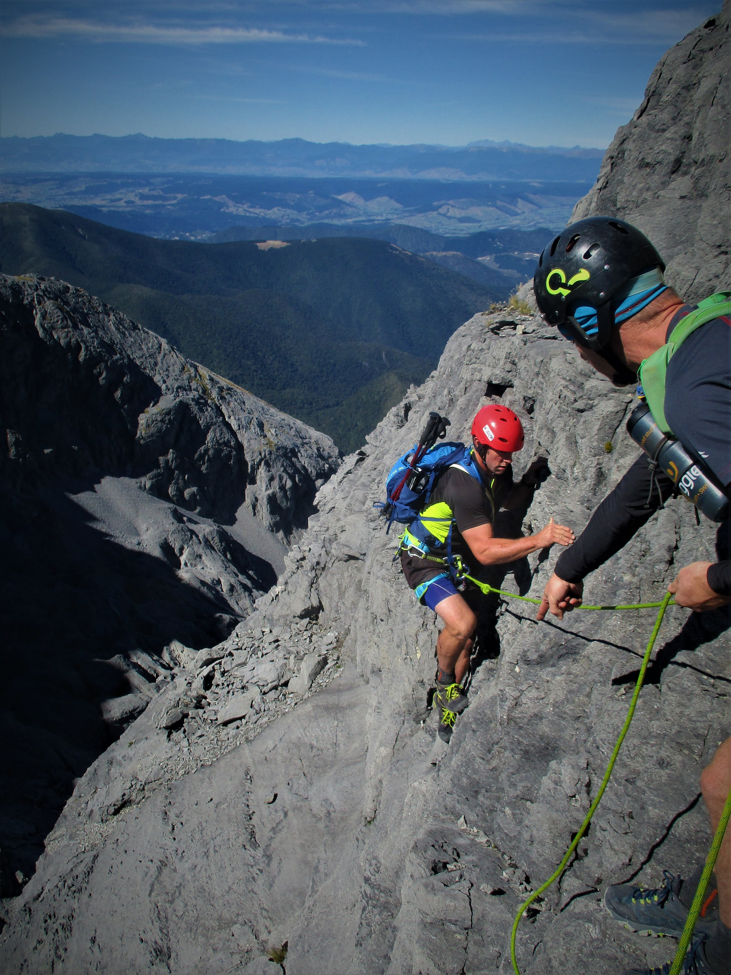 I went with adventure athletes Jake and Brent, 2 very solid performers. Jake has climbed throughout the European alps and is very fluid on the rock - here he points the footholds to Brent on the final part of the South Twin climb !!
