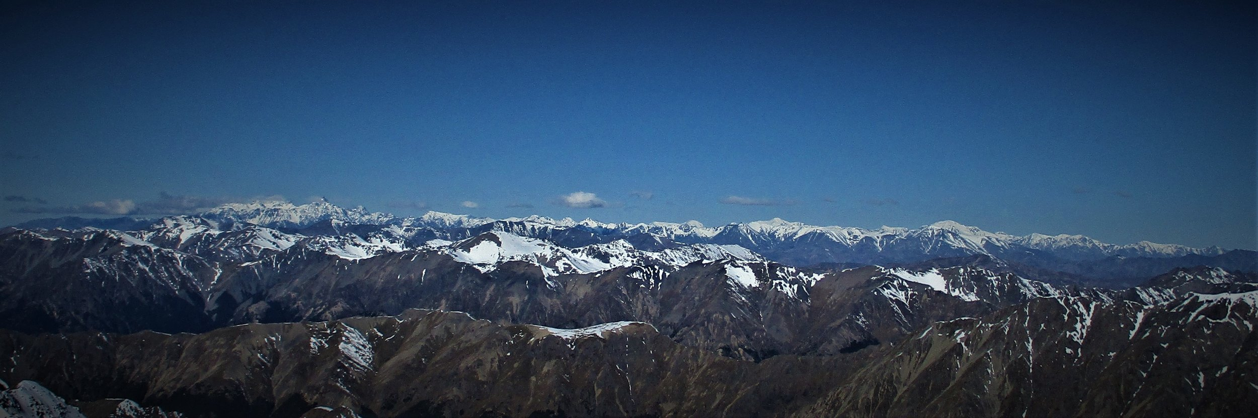 2152 m is at the center of the Northern area of the Southern alps and the views were stunning. Here the entire Inland and Seaward Kaikoura mountains in plan view to the East