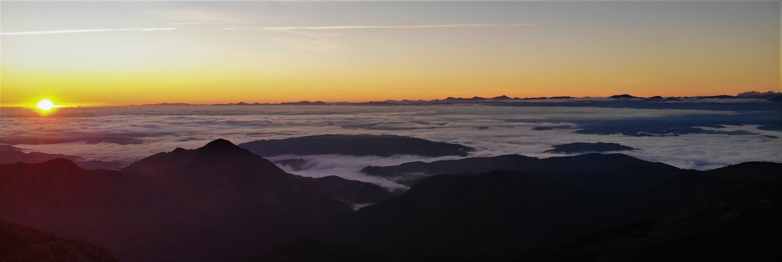 Dawn from a camp on Mt Arthur ridge. An easy overnight trip for Leo , Isabelle and myself.
