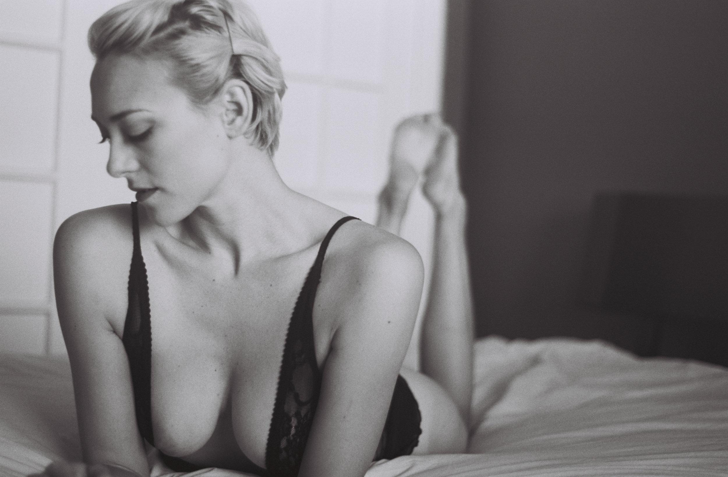 Julie_boudoir_hr-8.jpg