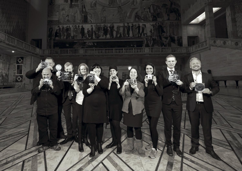 Kultur- og utdanningskomiteen fotografert i pausen dagen for det historiske vedtak.   ©CF-Wesenberg