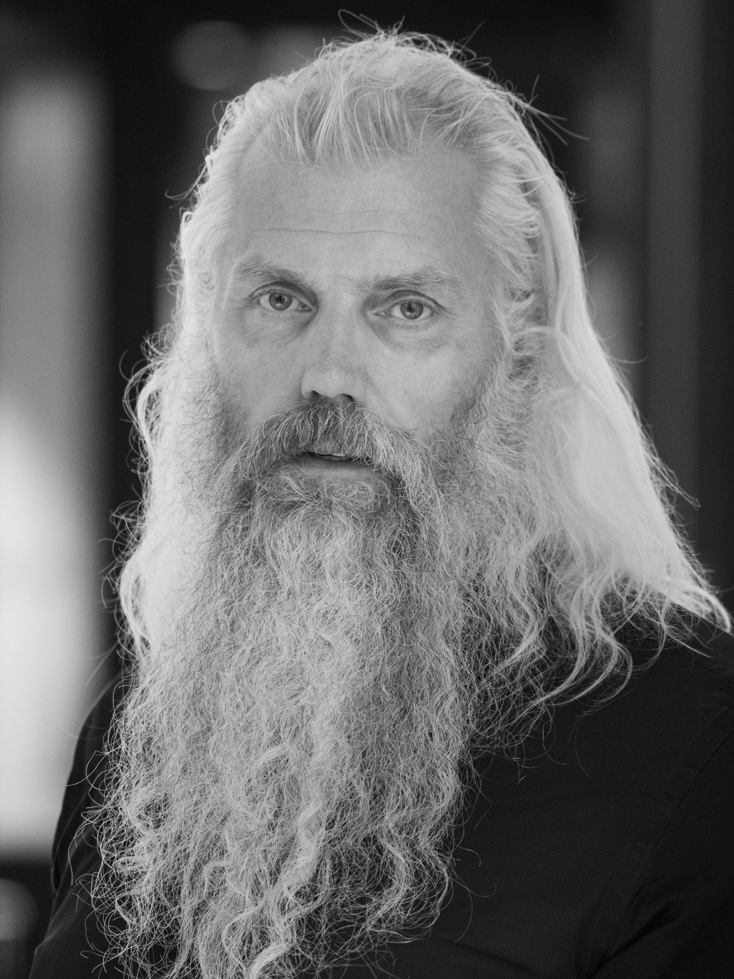 Erling Johansen - Erling Johansen er styremedlem i Fotografihuset AS. Han er styreleder i Stiftelsen SE, som har jobbet siden 2005 for å etablere et fotografihus i Oslo. Erling er foto-entusiast og har variert og bred erfaring fra kultur- og næringsliv, særlig oppstart, snuoperasjoner og marked/salg. Han er utdannet siv.øk fra Norges Handelshøyskole, og har ledet flere små og mellomstore virksomheter. Som Honorar konsul for Latvia og prosjektleder for en rekke kunst- og kulturprosjekter har han vært en aktiv brobygger internasjonalt, med fokus på musikk, litteratur, billedkunst og fotografi. (Foto: Roar Vestad)