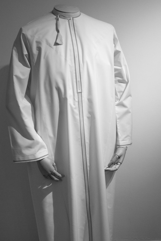 The style of dishdasha worn in Oman.