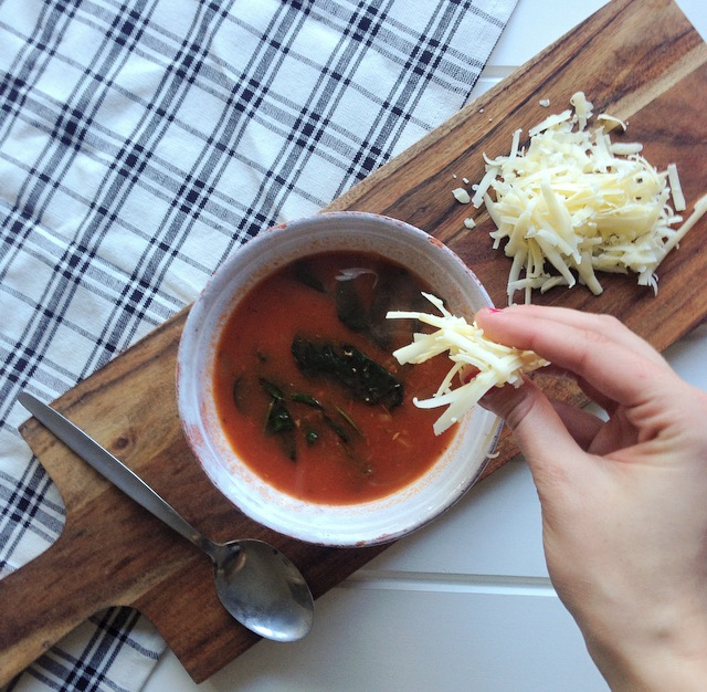 Tomato soup with thyme and spinach