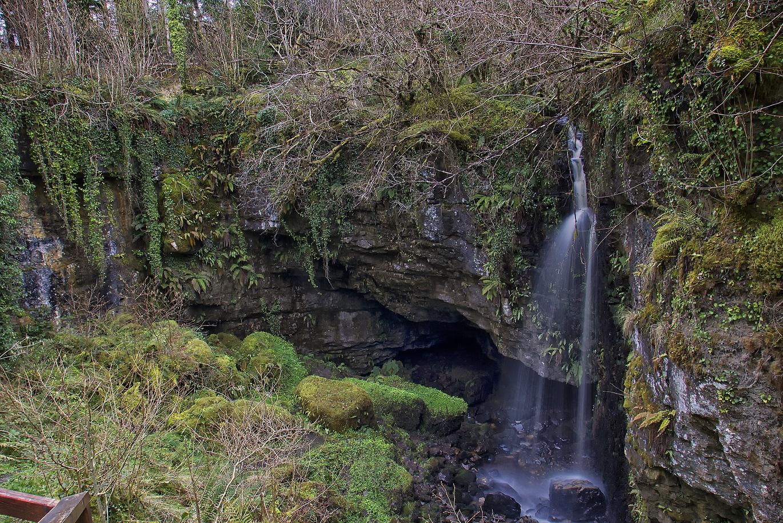 Pollnagollum-Cave.jpg
