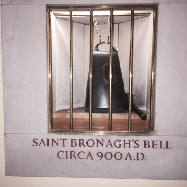 Clog Ban Naomh Brónach i dTeach Pobail Réalt na Mara i gCaisleán Ruairí. Fuaim bhinn as go fóill. - St Bronaghs Bell in Star of the Sea Chapel in Rostrevor. A sweet sound out of it still.