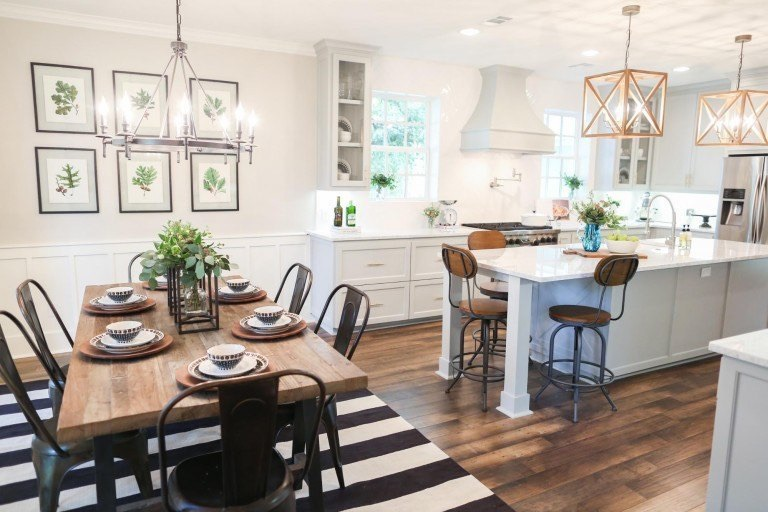 Joanna knows how to pull off the perfect farmhouse style: with lots of natural wood, iron features, and bright, airy spaces.
