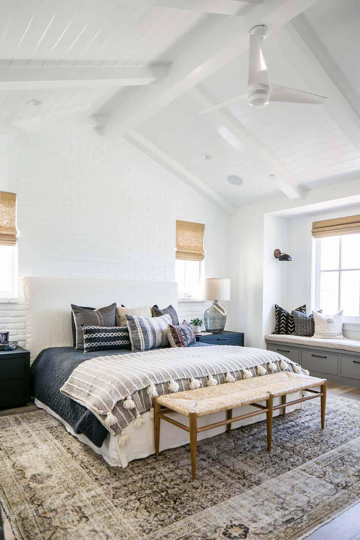 Beach-Style-House-Graystone-Custom-Builders-13-1-Kindesign.jpg