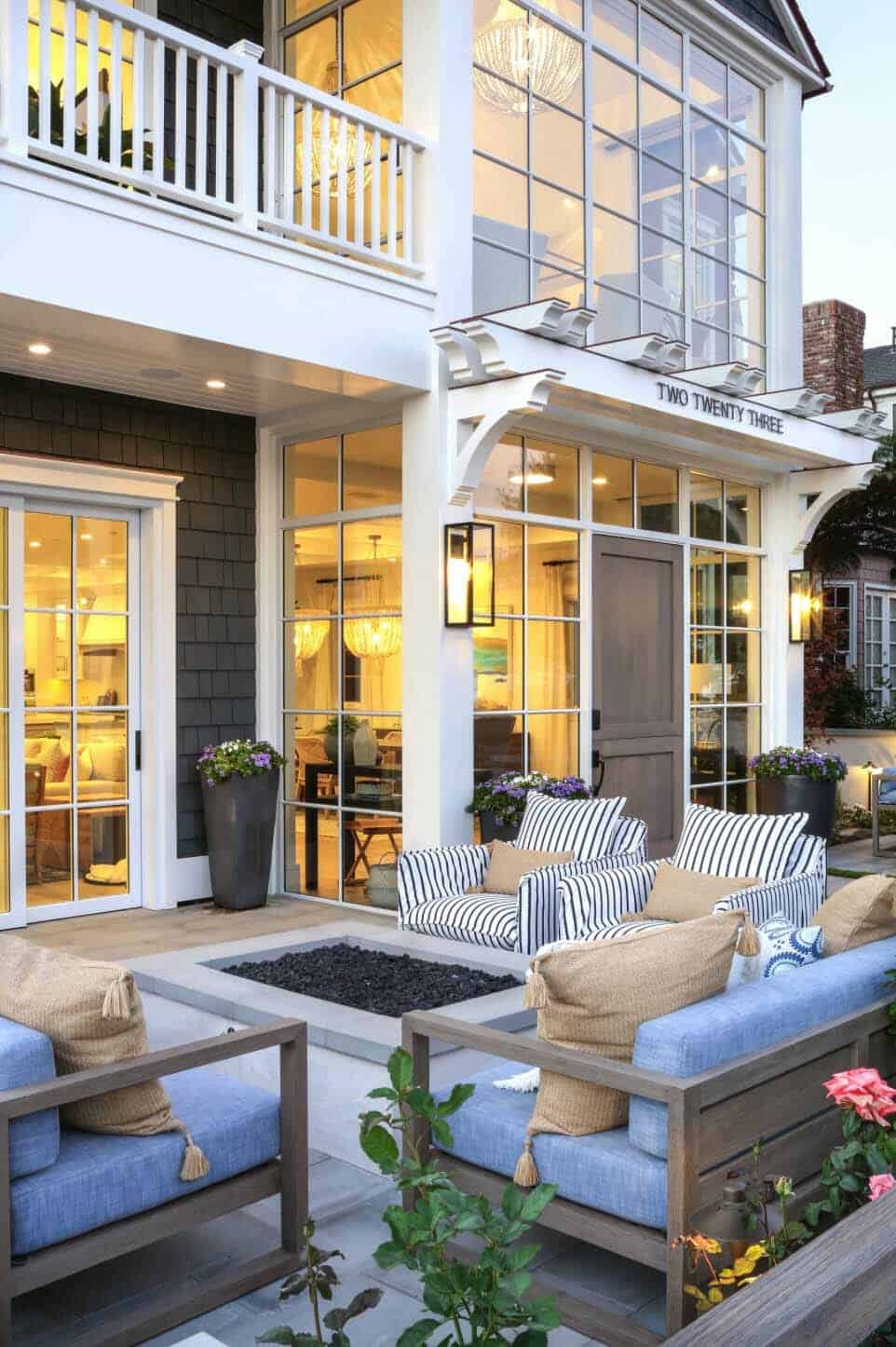 Beach-Style-Home-Brandon-Architects-02-1-Kindesign.jpg