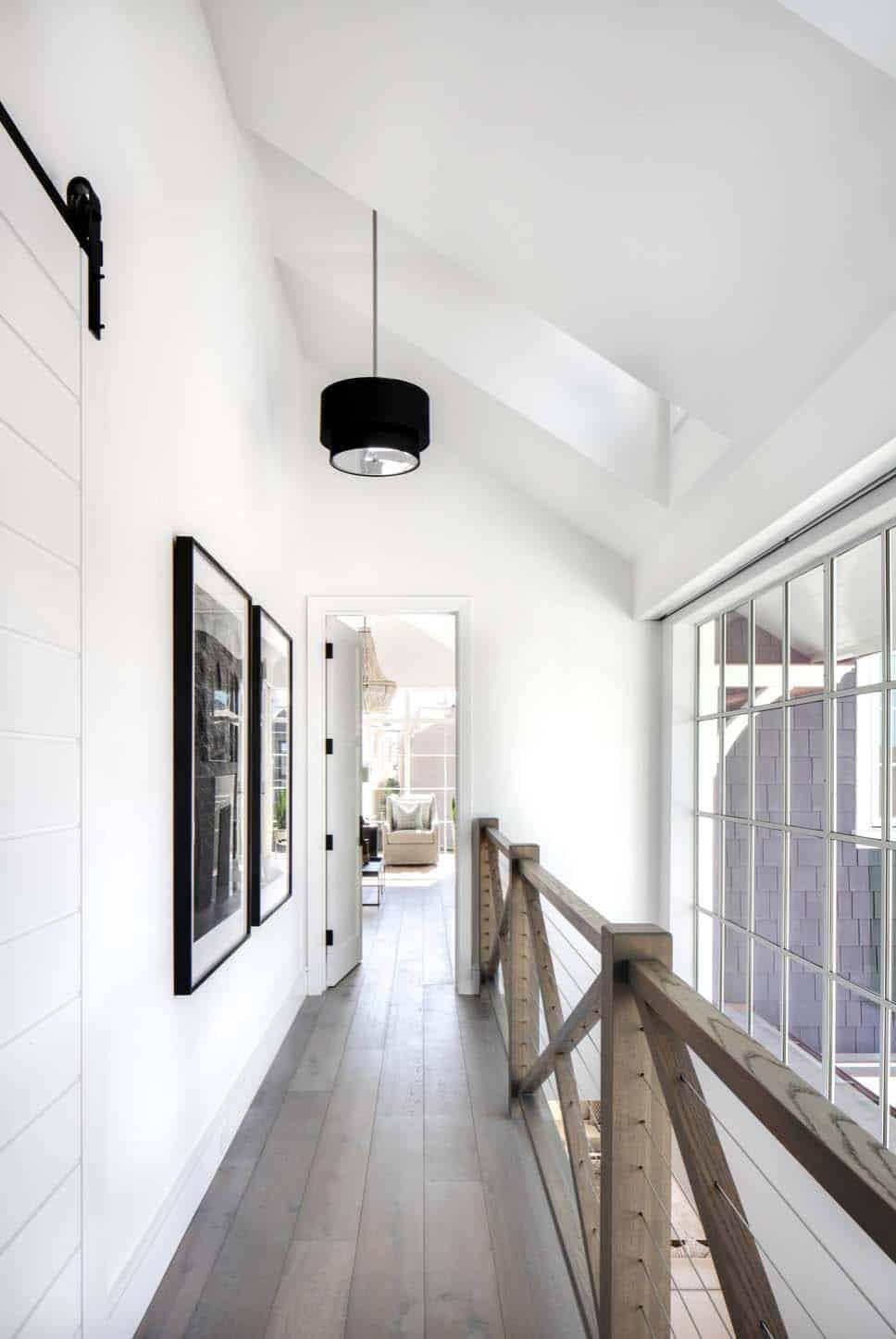 Beach-Style-Home-Brandon-Architects-27-1-Kindesign.jpg
